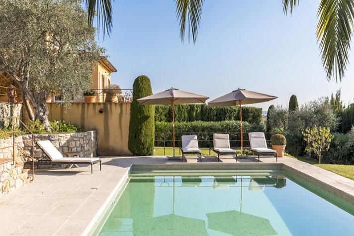 Villa 39 s en luxe vakantiehuizen in zuid frankrijk villasud luxe vakantievilla 39 s - Zwembad omgeving ...